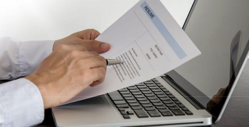 Cómo y por qué debes actualizar tu CV online y/o el de tu equipo