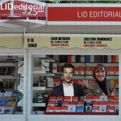 """Firma de libros """"Trabaja con Red"""" en la Feria del Libro de Madrid"""