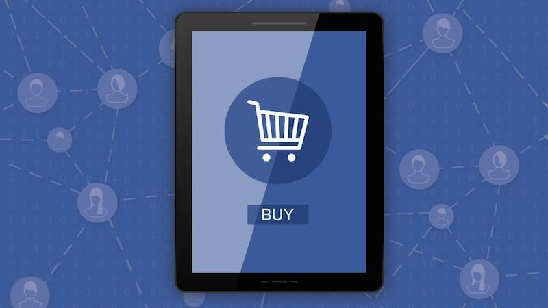 Los usuarios miran Facebook antes de comprar en una tienda - Juan Merodio